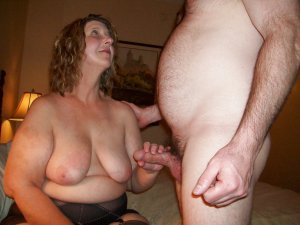 Maybelle escorts Hopewell